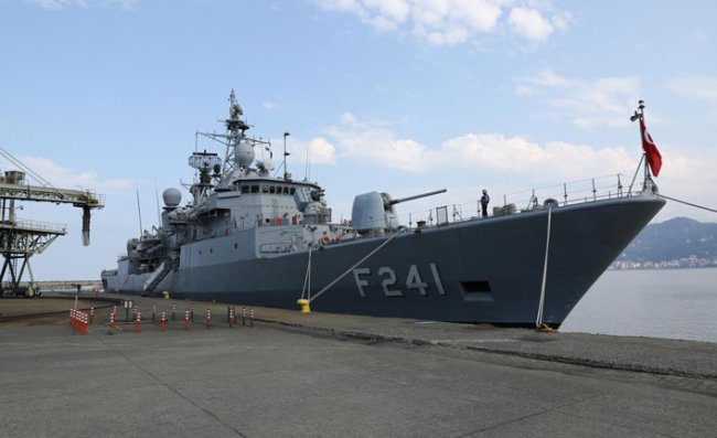 TCG Turgutreis (F-241) Fırkateyni Rize Limanı'nda