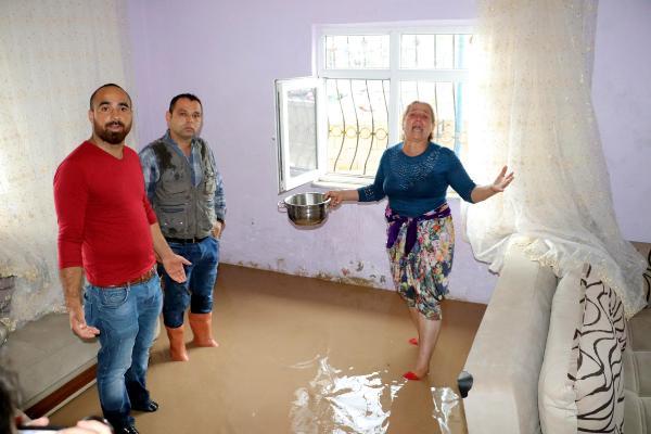 Ereğli'de sağanak; evi su bastı, TIR kanala devrildi