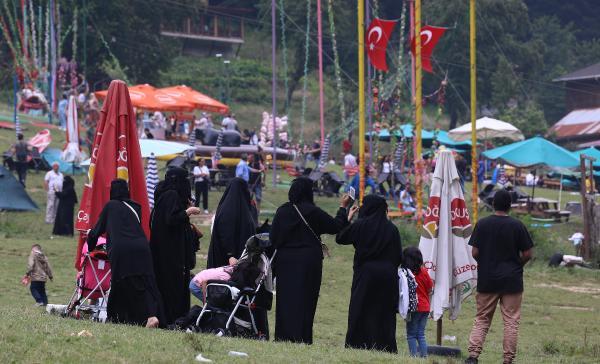 Ayder Yaylası tatilcilerle doldu taştı
