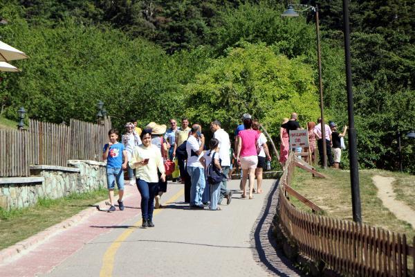 Gölcük Tabiat Parkı'na bayramda ziyaretçi akını