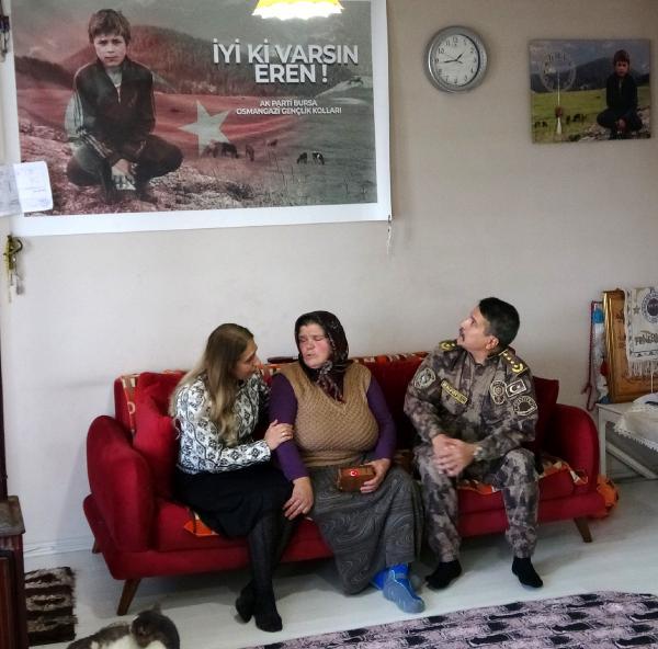 Şehitlerin Kabrinden Alınan Topraklar Eren'in Annesine Verildi