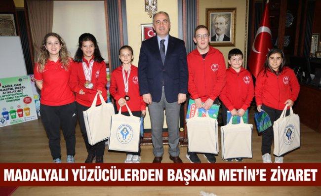 Başkan Metin Engelli Yüzücüleri Ağırladı