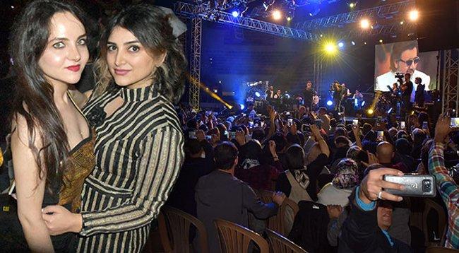 İranlı Şarkıcının Konserine Büyük İlgi