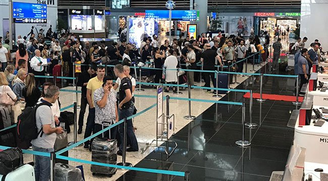 Havalimanında Bayram Yoğunluğu; Ek Seferler Koyuldu