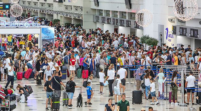 Bir Günde 96 Bin Turist ile Rekor Kırıldı
