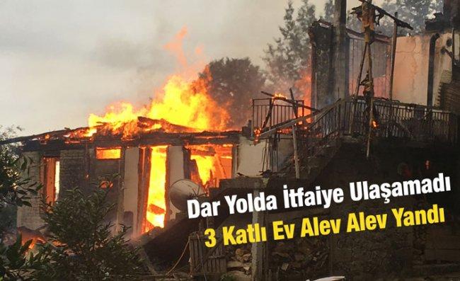 Ardeşen'de 3 Katlı Ev Yangında Kül Oldu