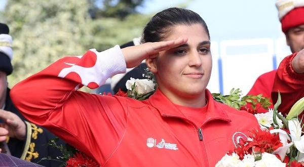 Dünya Şampiyonu Busenaz Coşkuyla Karşılandı