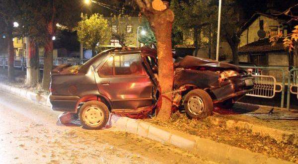 16 Yaşındaki Sürücü Kazada Ağır Yaralandı