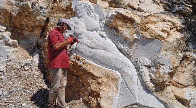 Kayaları Sanat Eserine Dönüştürüyor
