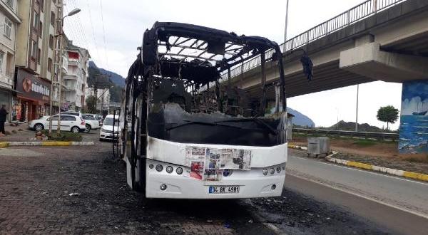 Hopa'da Yolcu Otobüsü Alev Alev Yandı