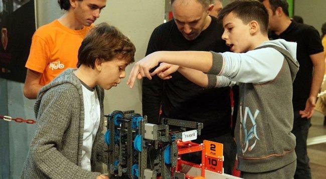 Robotlarla Birlikte Yeni Meslekler Geliyor