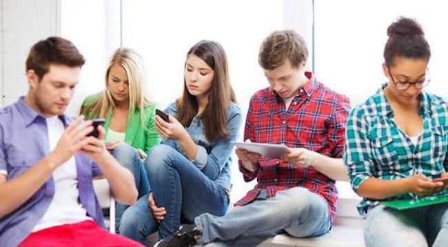 Gençlerin Yüzde 18'i, 5 Saat WhatsApp Kullanıyor