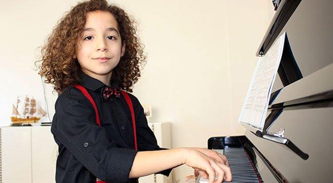 Dünyaca Ünlü Orkestralarda Piyano Çalmak İstiyor