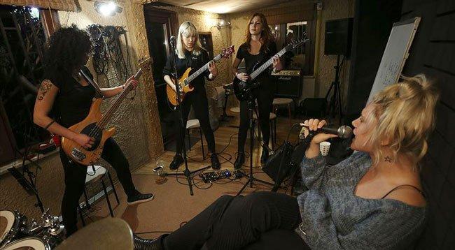 Rockçı Kadınlar 'Erkek Hakimiyetini' Yıkıyor