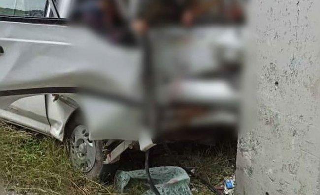 Minibüs Üst Geçidin Ayağına Çarptı: 1 Ölü, 2 Yaralı