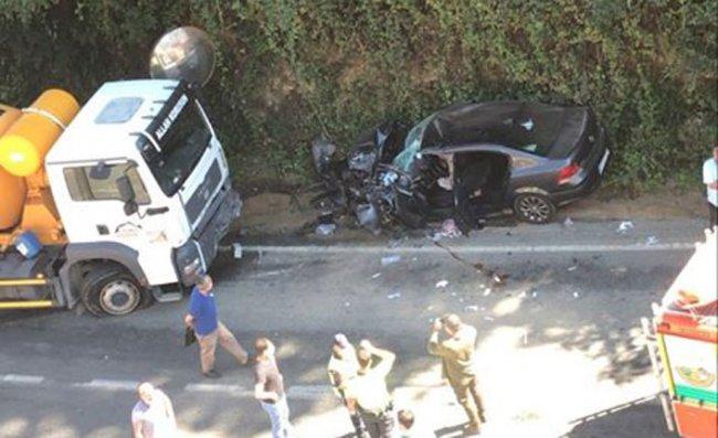 Otomobil ile Beton Mikseri Çarpıştı: 1 Ölü, 2 Yararlı