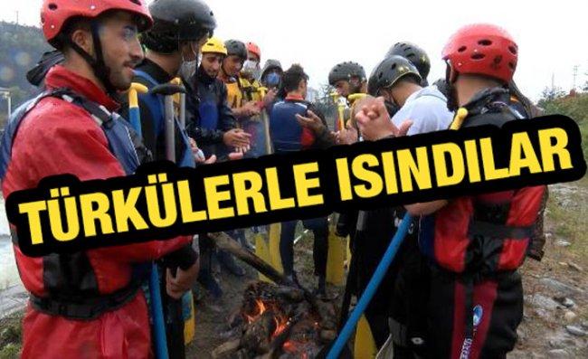 Rize'de Raftingcilerin Eğlenceli Kampı