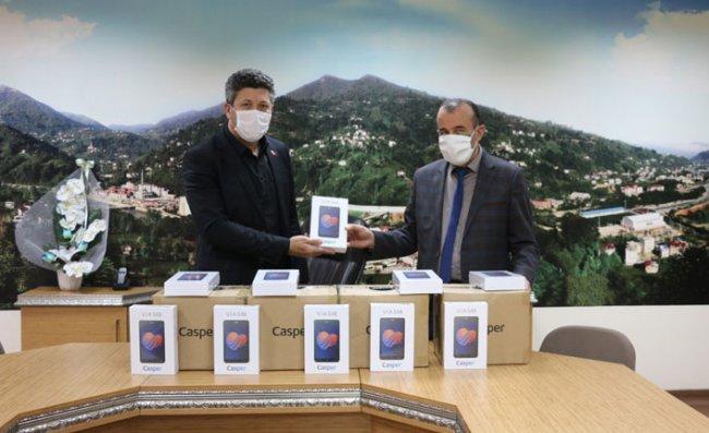 Güneysu'da İhtiyaç Sahibi Öğrencilere Tablet Dağıtıldı