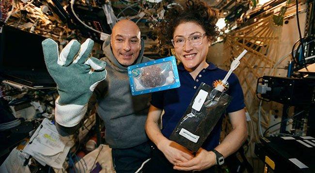 Uzayda Kurabiye Pişirdi