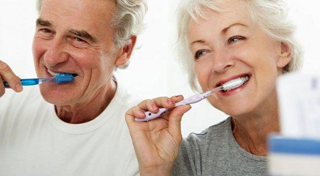 Yaşlılıkta Daha Sık Diş Fırçalanmalı