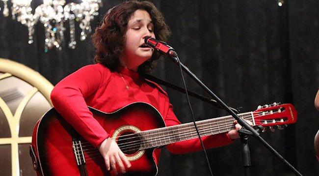 Görme Engelli Ceyda'nın Hayatı Müzikle Değişti