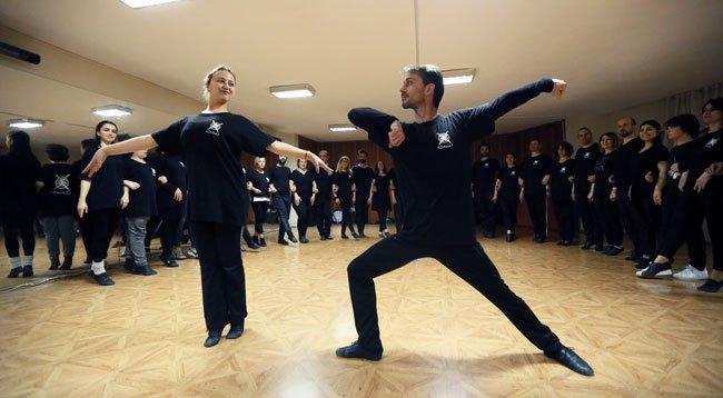 Çerkez Kültürünü Tanıtmak İçin Dans Ediyorlar