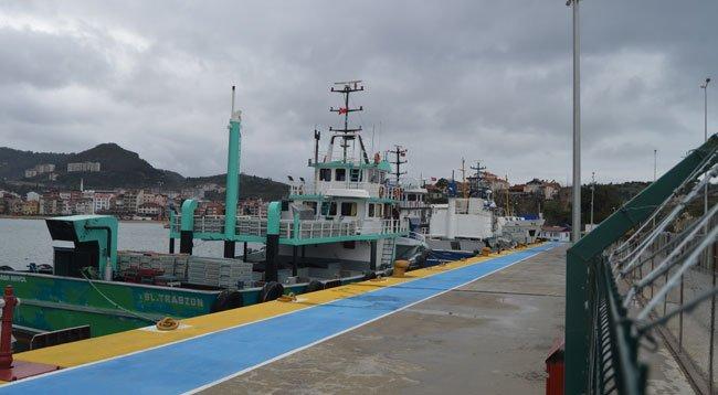 Rüzgar Nedeniyle Balıkçı ve Yük Gemileri Limana Sığındı