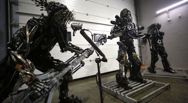 Atık Araç Malzemelerini Sanat Eserine Dönüştürüyor