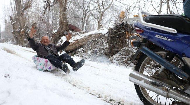 Mehmet Dedenin 'Motosikletli Kızak' Keyfi