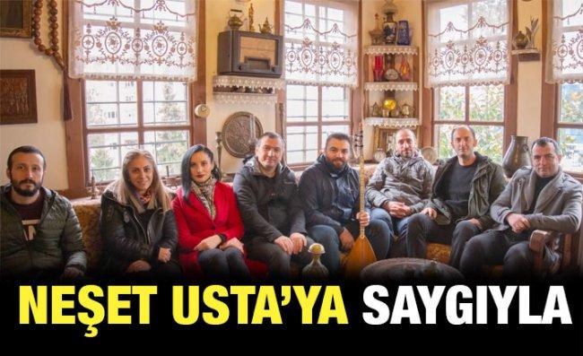 Rize'de Öğretmenler, Neşet Ertaş'ı 'Yolcu' ile Andı
