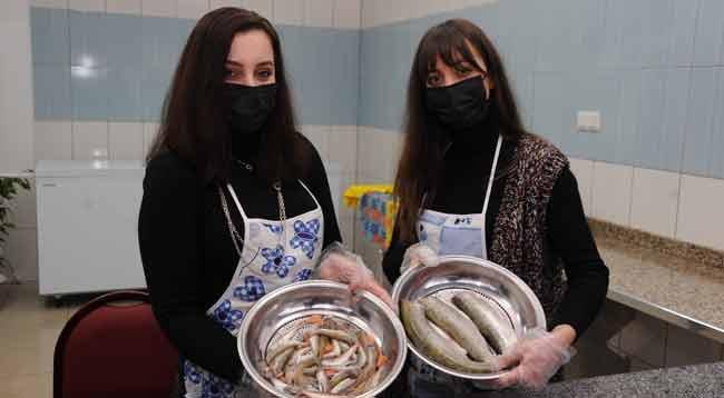 Arhavili Kız Kardeşler Baba Mesleği Balıkçılıkta İddialı