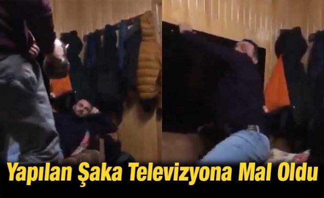 Demlik Şakası Yapan Kuzenini Televizyonla Kovaladı
