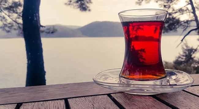 Çay İçerken Sıcaklığına Dikkat