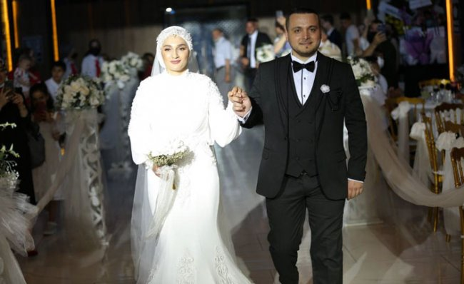 Güloğlu, Muhteşem Törenle Dünya Evine Girdi