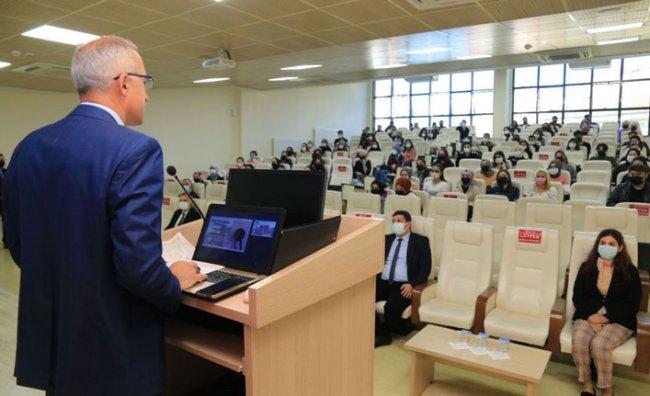 Rektör Karaman, Yeni Öğrencilerle Bir Araya Geldi