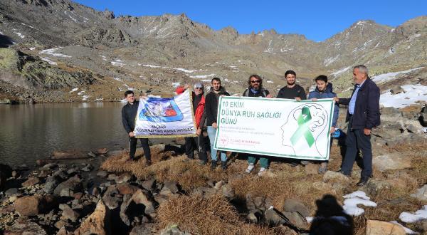 Beden ve ruh sağlığı için Ovit Dağı'na tırmandılar