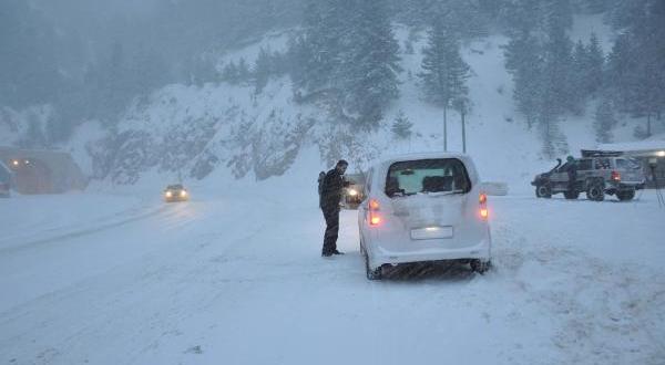 Zigana Geçidi'nde Kar Yağışı Etkili Oluyor