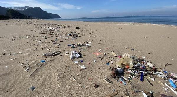 Bartın'da Çöpler Sahile Vurdu
