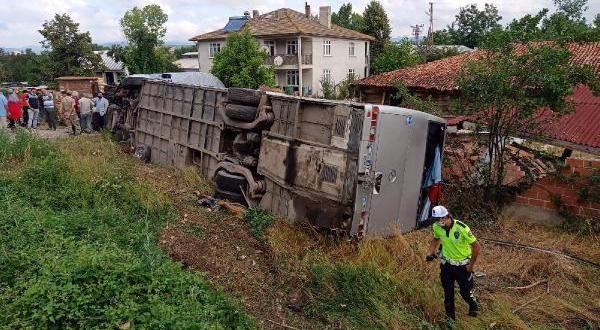 Kastamonu'da otobüs ile otomobil çarpıştı: 21 yaralı