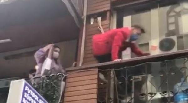 Polis Kafeyi Bastı, Balkondan Balkona Kaçtılar
