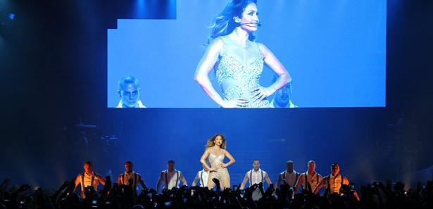Jennifer Lopez`den müthiş konser